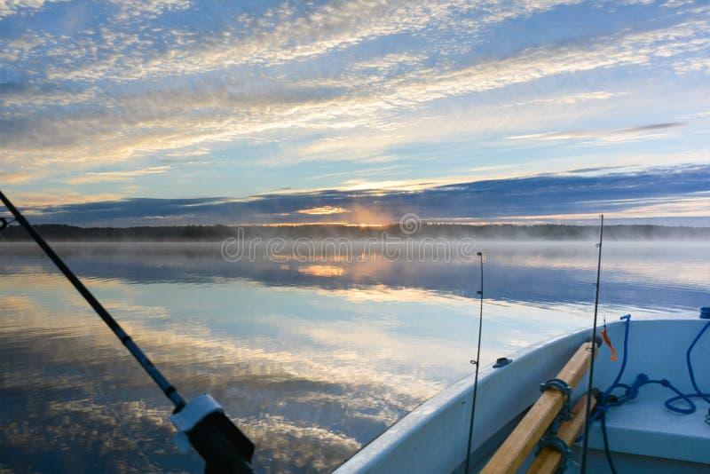 Lever de soleil et lac de début de la matinée image libre de droits