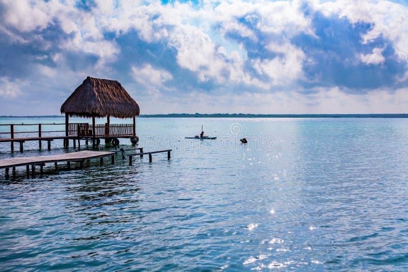 Lever de soleil de lagune de Bacalar image libre de droits