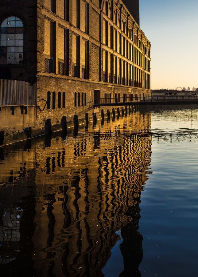 Lever de soleil Londres Angleterre de Chelsea Harbour image stock