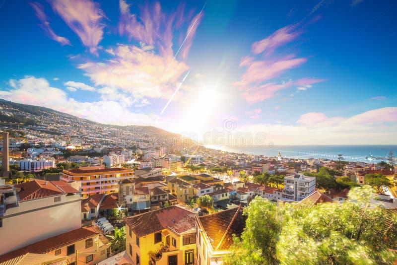 Lever de soleil lumineux Funchal Madère photo libre de droits