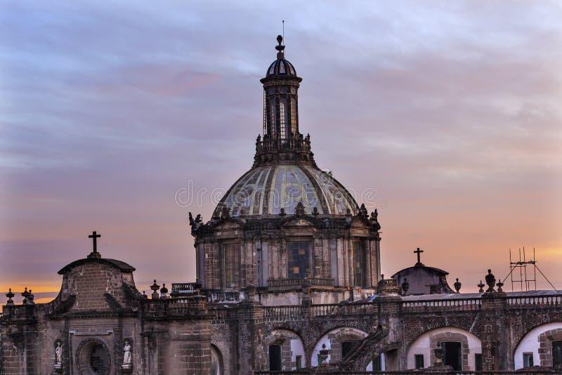 Lever de soleil métropolitain de Zocalo Mexico de dôme de cathédrale photo stock