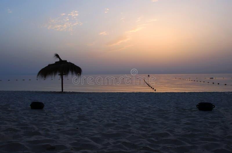 Lever de soleil magnifique au-dessus de mer photographie stock libre de droits