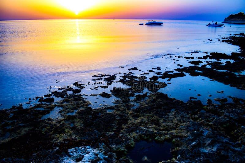 Lever de soleil de Marsalforn photographie stock libre de droits