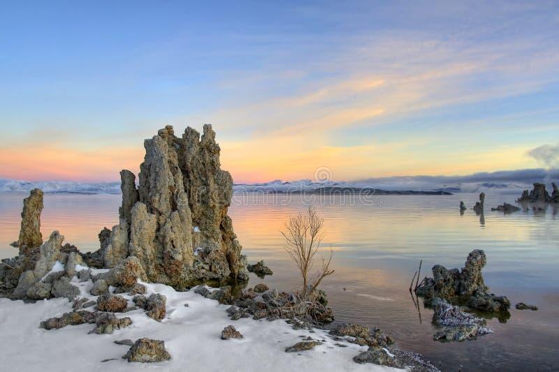 lever de soleil mono de lac photographie stock