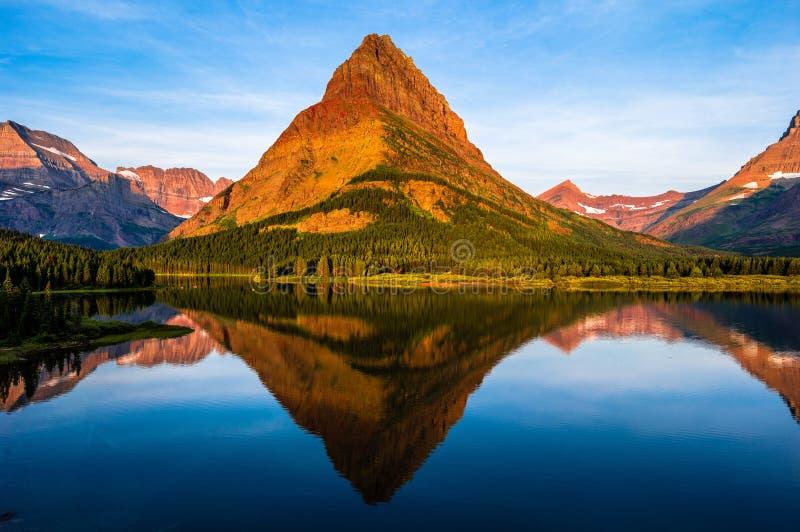 Lever de soleil Montana de lac Swiftcurrent photos stock