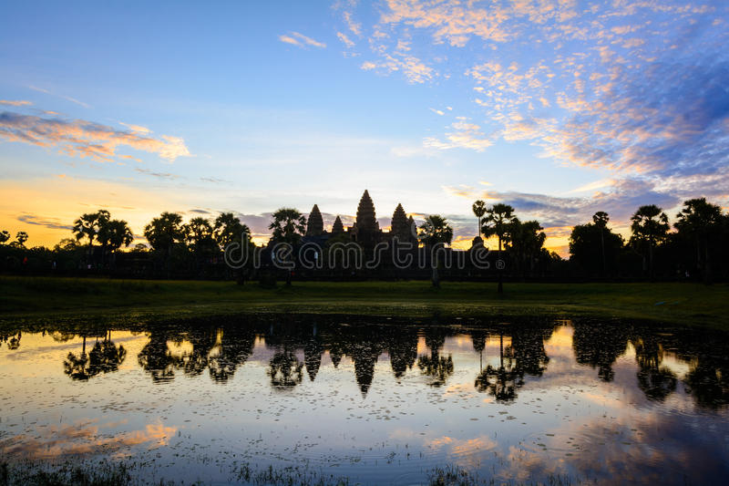 Lever de soleil mystique chez Angkor Wat Temple, Cambodge photo libre de droits