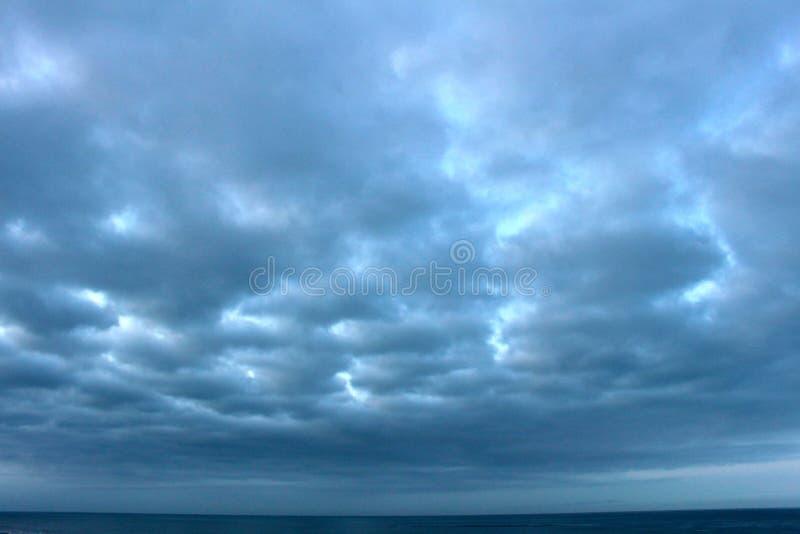lever de soleil orageux photographie stock