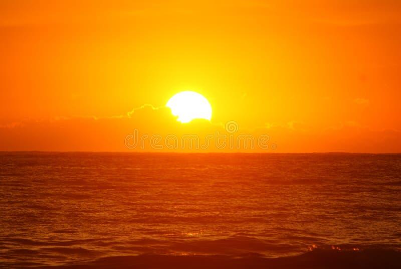 Lever de soleil orange image stock