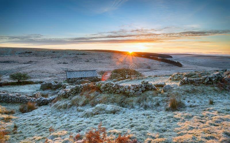 Lever de soleil renversant d'hiver photos libres de droits