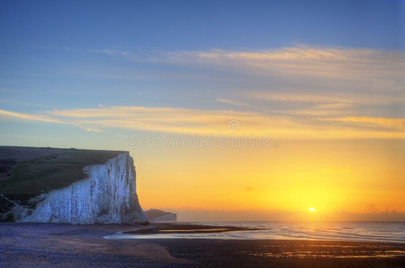Lever de soleil renversant de paysage d'hiver au-dessus des sept falaises de soeurs images stock
