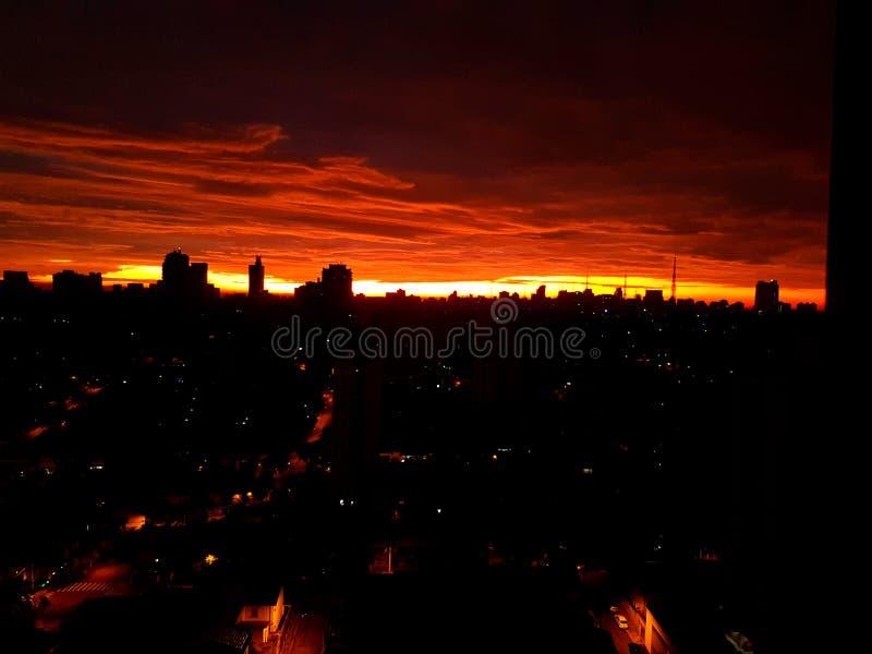 Lever de soleil de São Paulo image stock