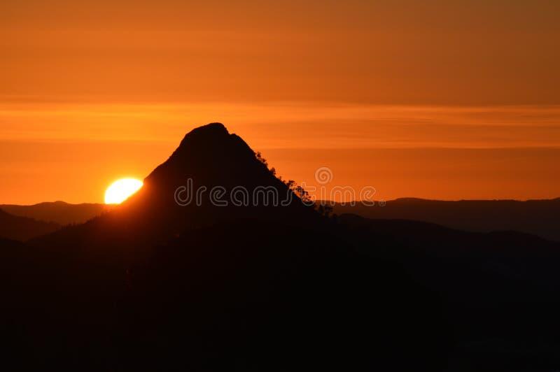 Lever de soleil sicilien de stupéfaction, Mazzarino, Caltanissetta, Italie, l'Europe photo stock