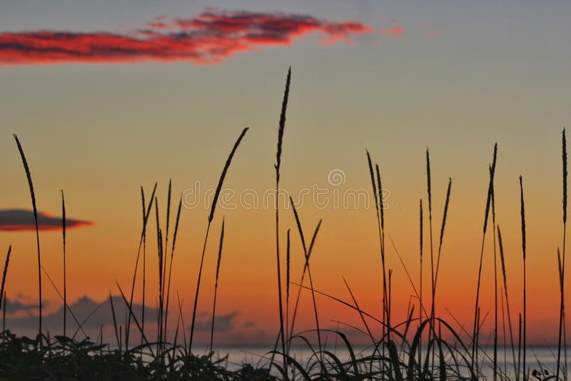 Lever de soleil sur l'?le de Kunashir images libres de droits