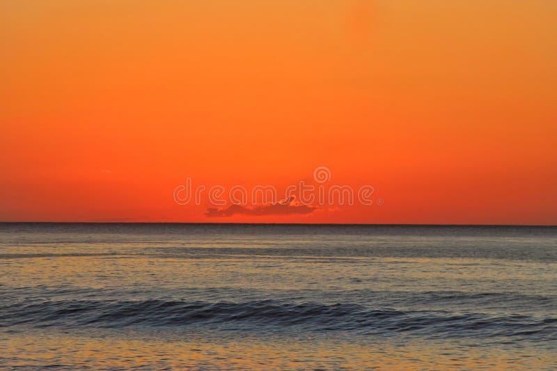 Lever de soleil sur l'?le de Kunashir photographie stock