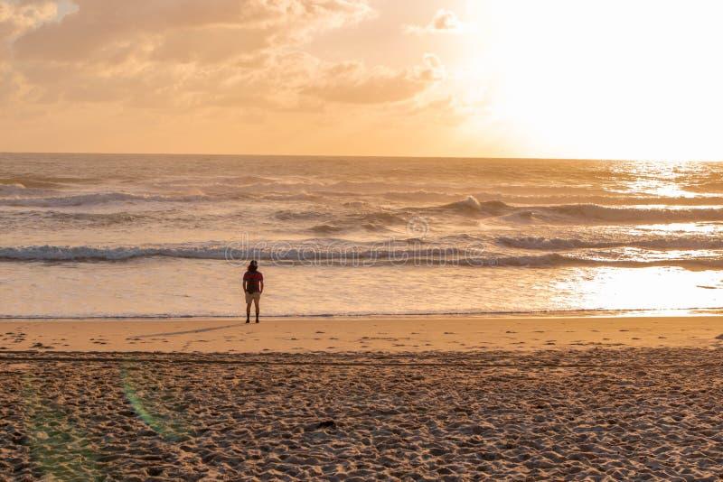 Lever de soleil sur l'océan photo libre de droits
