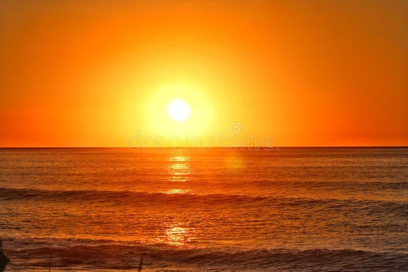 Lever de soleil sur l'oc?an pacifique photo libre de droits