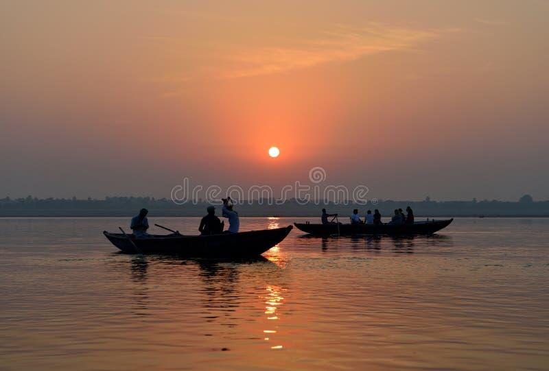 Lever de soleil sur le Ganges, Varanasi photos stock