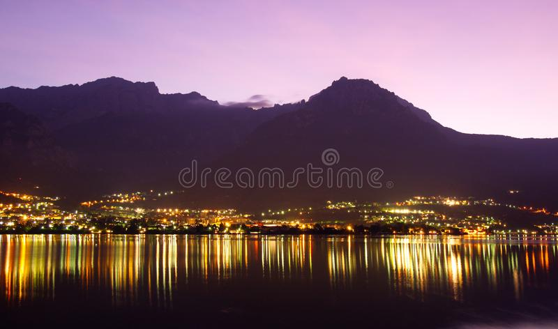 Lever de soleil sur le lac de Côme, Italie images stock