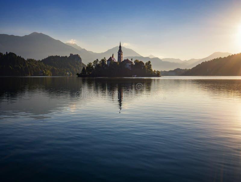 Lever de soleil sur le lac de montagne image libre de droits