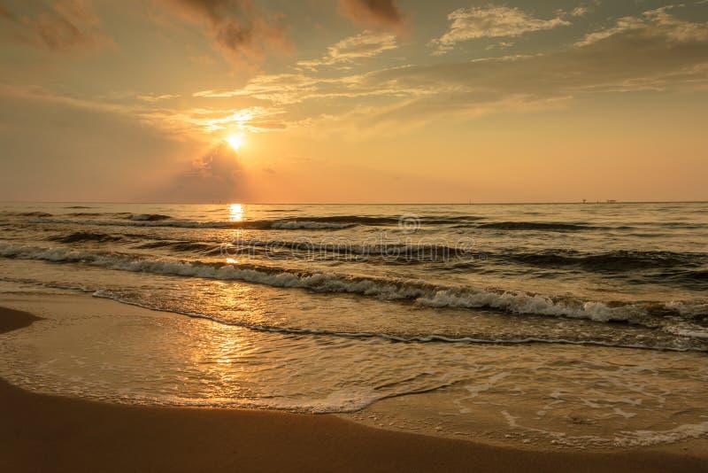 Lever de soleil sur le port Aransas le Texas de plage photographie stock