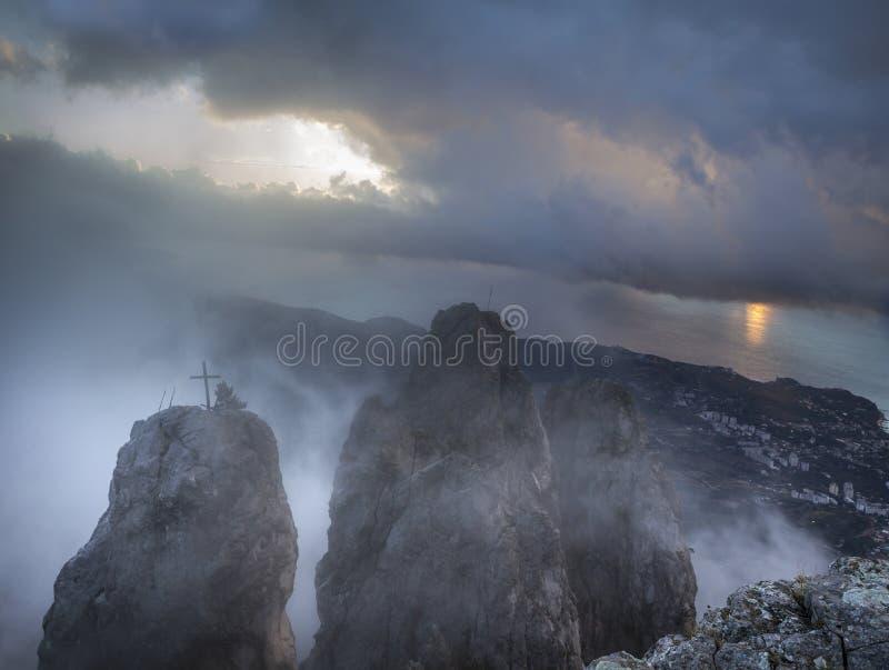 Lever de soleil sur le support AI-Pétri, Crimée, Ukraine photographie stock libre de droits