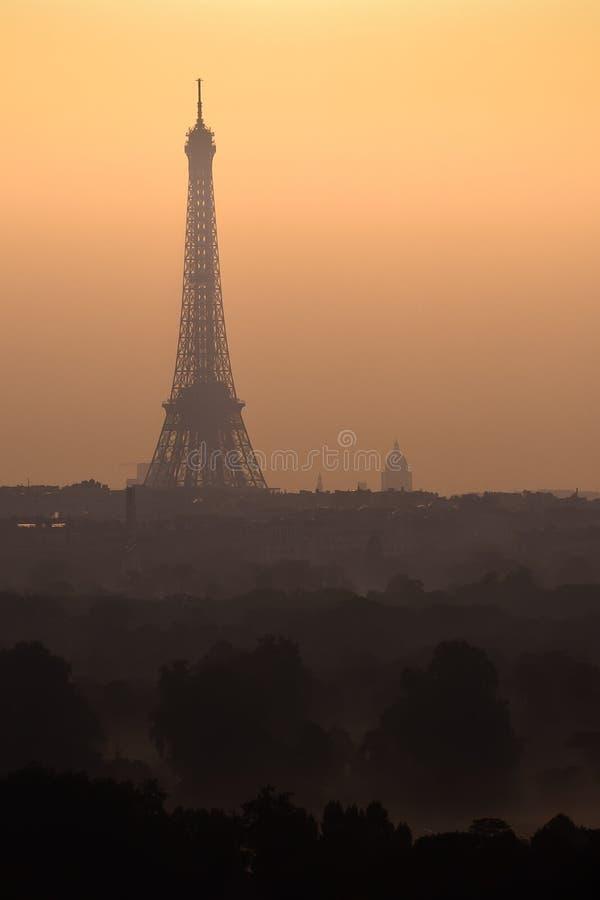 Lever de soleil sur paris image stock image du orange 17291311 - Lever et coucher du soleil paris ...
