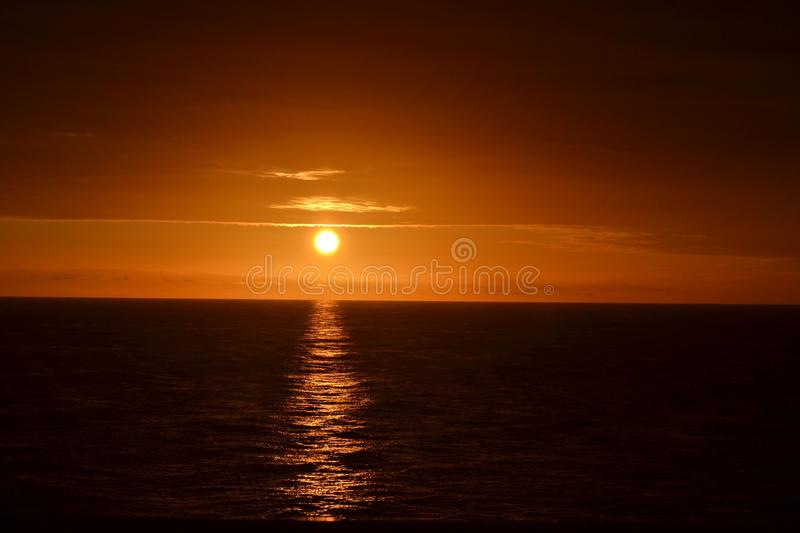 Lever de soleil sur Queen Mary photo stock