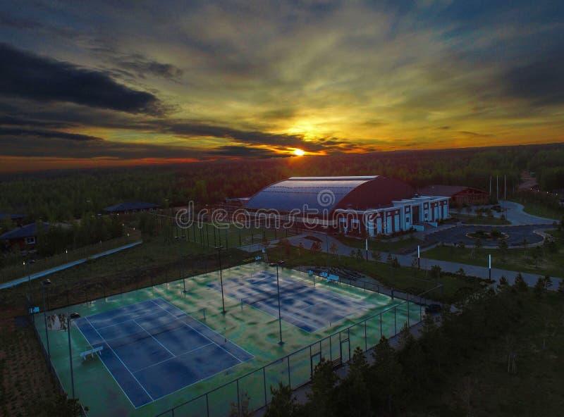 Lever de soleil sur un centre de sports dans le Kazakhstan photographie stock libre de droits