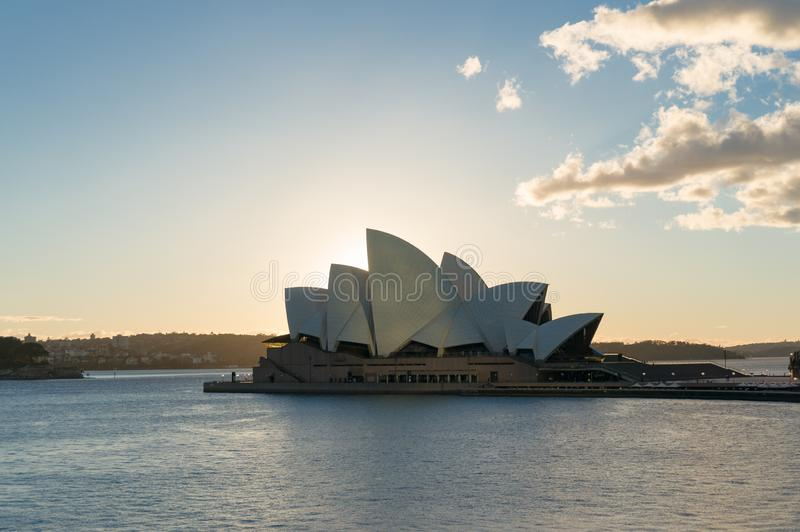 lever de soleil Sydney d'op?ra de maison Fond de point de rep?re de Sydney photographie stock