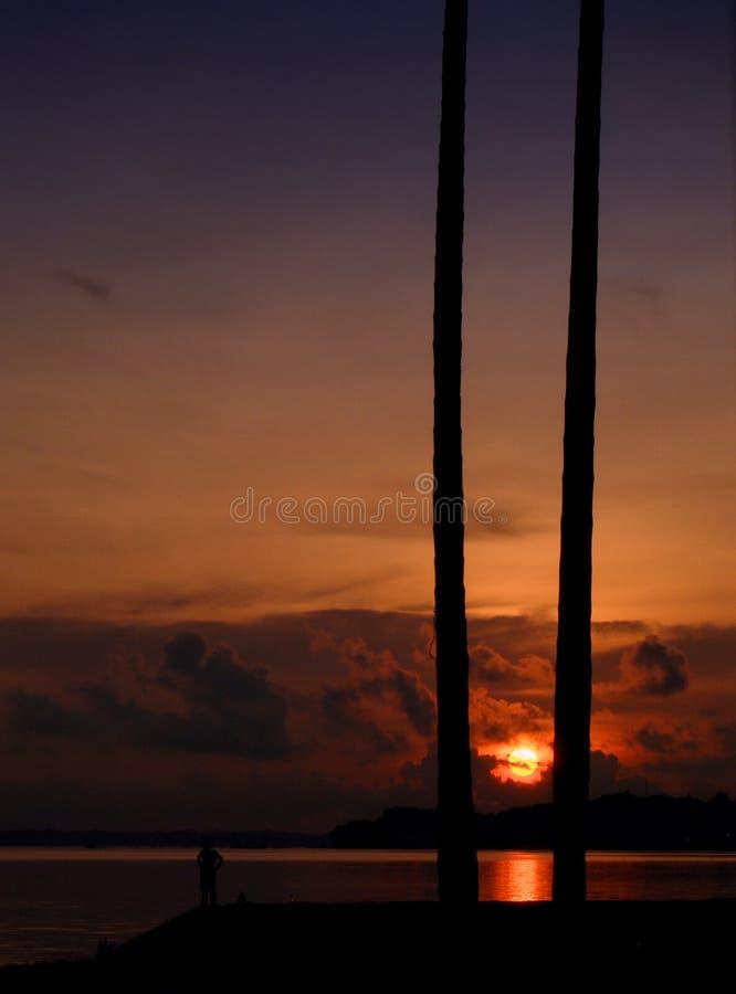Lever de soleil tropical à la plage photographie stock libre de droits