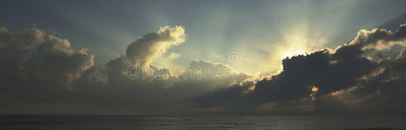 Lever de soleil tropical photo stock