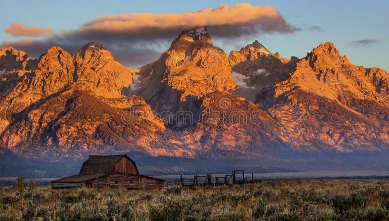Lever de soleil unique sur le Tetons grand photos stock
