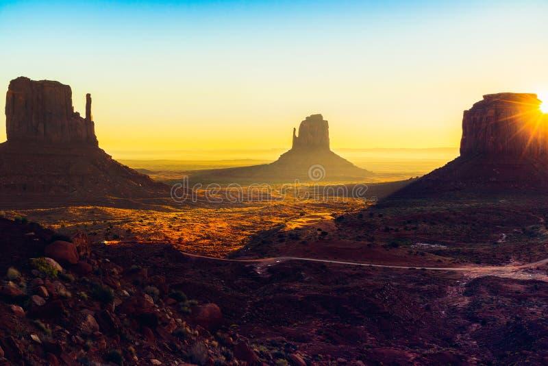 Lever de soleil, vallée de monument, Utah photos libres de droits