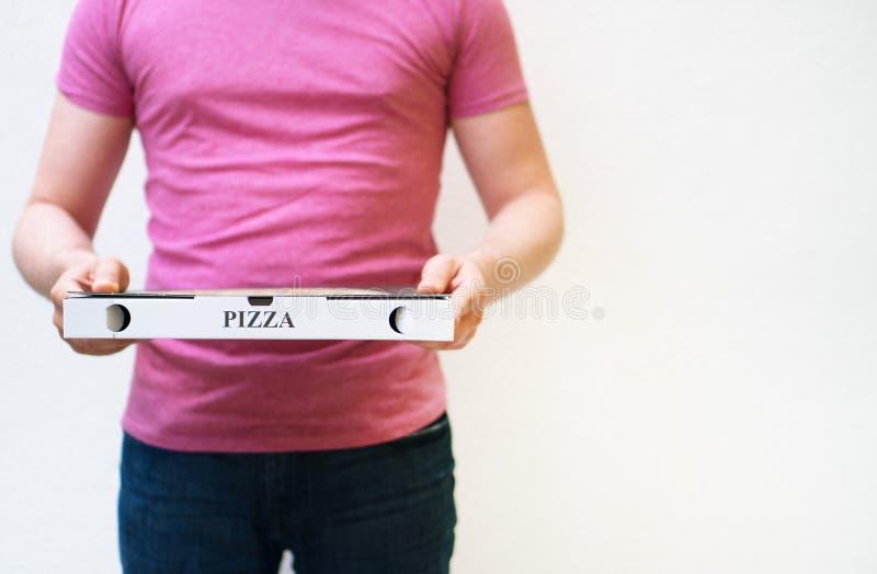 leverera manpizza royaltyfria bilder