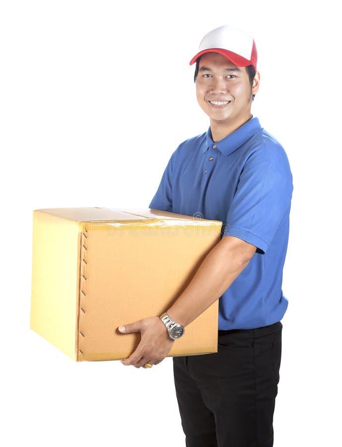 Leveringsmens toothy het glimlachen gezicht en het houden van document vakje container stock afbeelding