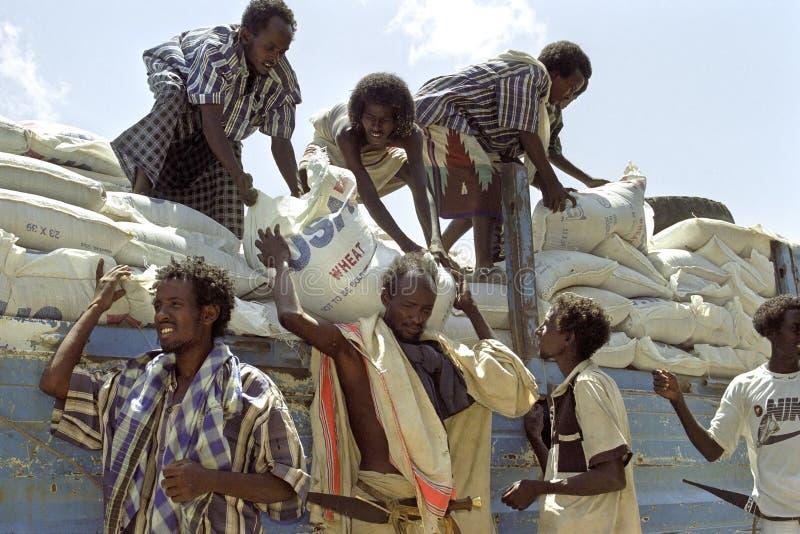 Leveringsvoedselhulp voor Verafgelegen mensen, Ethiopië royalty-vrije stock afbeelding