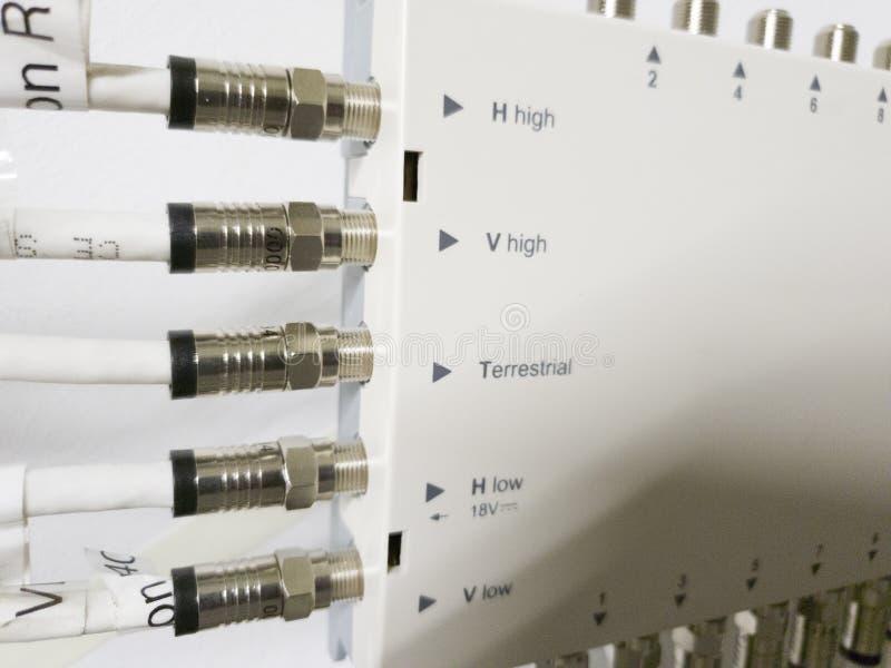 Leverkusen, Alemanha - 6 de setembro de 2018: O interruptor de rede televisiva está funcionando quando a luz verde piscar foto de stock royalty free