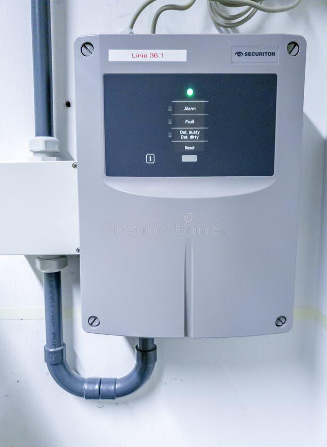 Leverkusen, Deutschland - 6. September 2018: Zentraler Feuerdemodulator nannte Smokeaspirationssystem lizenzfreies stockbild