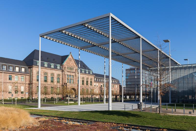 Leverkusen norr Rhen-Westphalia/Tyskland - 23 11 18: bayer högkvarter i leverkusen Tyskland royaltyfri bild