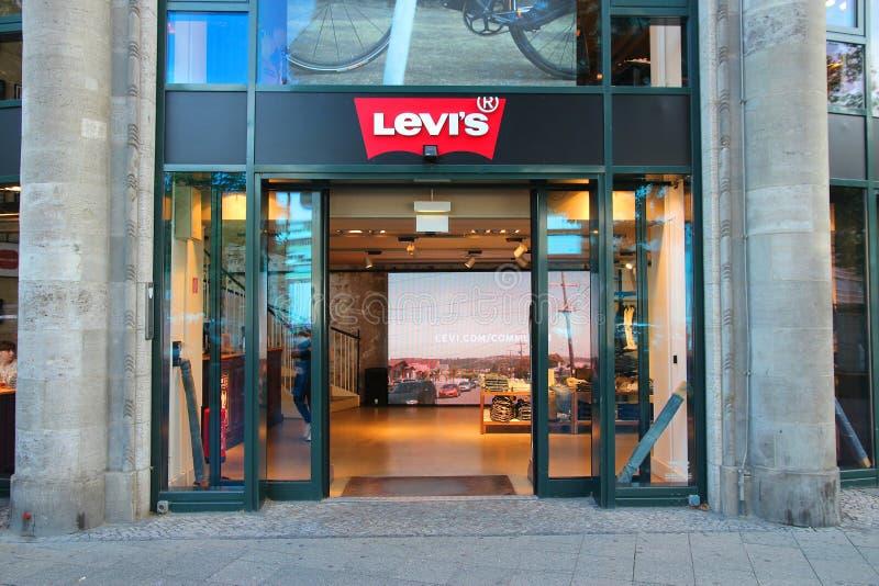 Levi \ 's shoppar arkivfoton