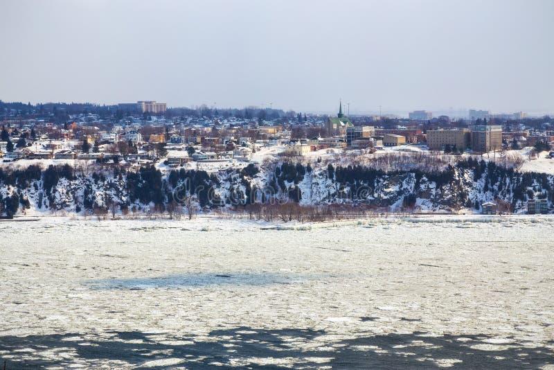 Levis как увидено через Реку Святого Лаврентия от Квебека (город) стоковые изображения rf