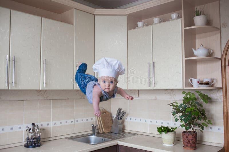 levitação do efeito humano cheerful fotografia de stock