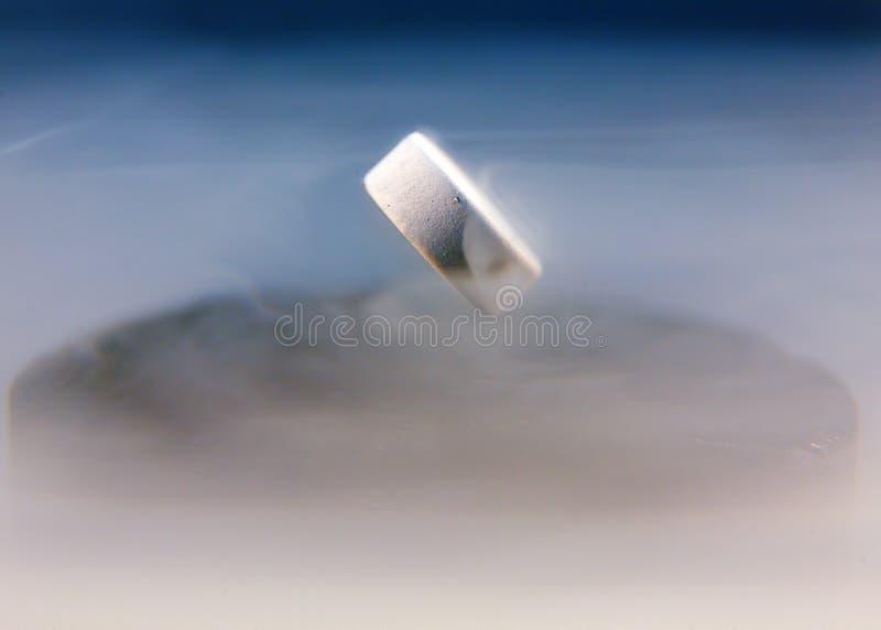 Levitación magnética fotografía de archivo