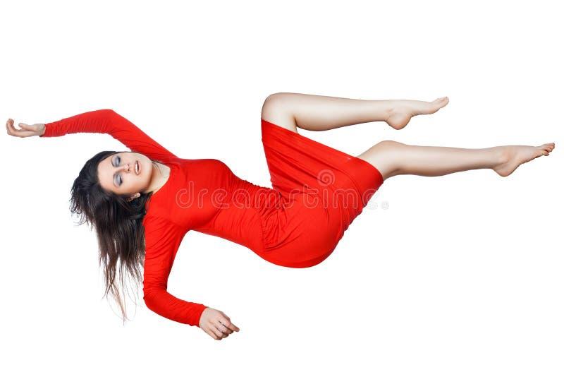 Levitatie ondergaat vrouw in een rode kleding royalty-vrije stock foto