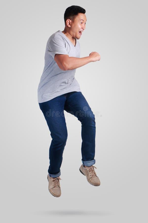 levitation Passeio de salto da dança do homem asiático novo foto de stock royalty free