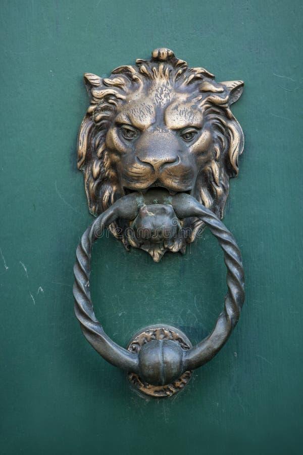Lew głowa, Drzwiowy knocker fotografia stock