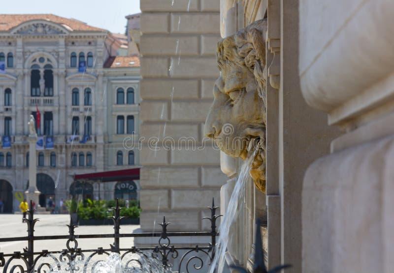 Lew Kształtna fontanna w piazza Unità w Trieste fotografia stock