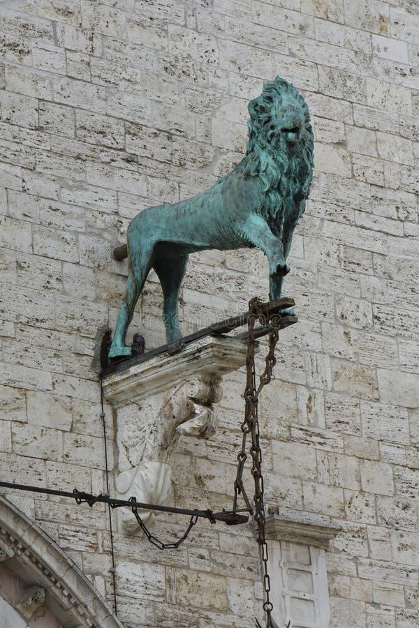 Lew, mityczna istota przy Palazzo dei Priori w Perugia, Umbria obrazy royalty free