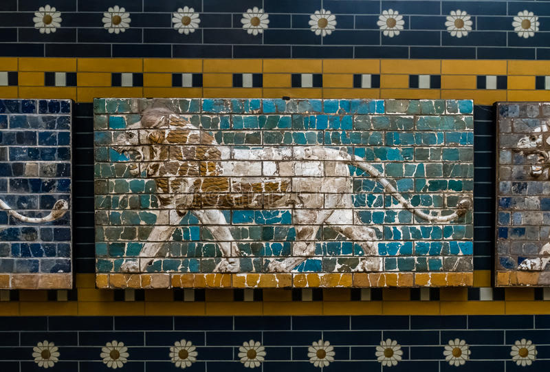 Lew na Babilońskiej mozaice, czerep Ishtar brama w Istanb obraz royalty free