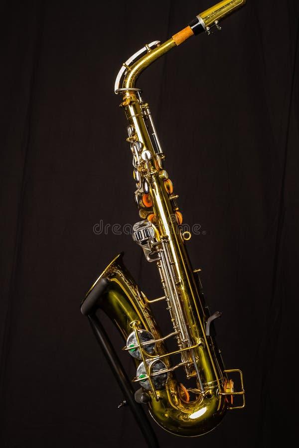 Lewa strona altowy saksofon zdjęcie stock